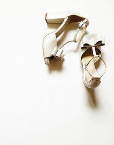 sandale cu funde toc gros: 10cm platforma ascunsa: 1,5cm pret: 280 RON pt comenzi: incaltamintedinpiele@gmail.com Kitten Heels, Shoes, Fashion, Moda, Zapatos, Shoes Outlet, Fashion Styles, Shoe, Footwear