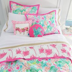 Deck out your space in island vibes with our Lilly Pulitzer Palm Pillow Cover. Adorned with playful tassels, this stylish pillow cover adds a burst of color to your room. Imagined exclusively for PBteen by Lilly Pulitzer, the iconic brand that sta… Preppy Bedroom, Girls Bedroom, Bedroom Decor, Bedrooms, Pottery Barn Kids Backpack, Teen Bedding, Bedding Sets, Pottery Barn Teen, Big Girl Rooms