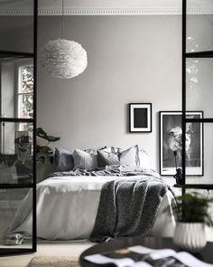 Scandinavian bedroom in greyscale feather lamp and stucco detailed ceiling. Scandinavian Bedroom, Gorgeous Bedrooms, Bedroom Design, Luxurious Bedrooms, Room Decor, Feather Lamp, Interior Design Living Room, Interior Design, Cosy Bedroom Decor