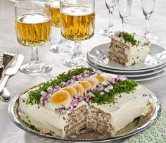 Fräsch SILLTÅRTA med gräslök Sandwich Cake, Sandwiches, Chipotle Chicken, Brunch Party, Food Humor, Afternoon Tea, Food To Make, Food And Drink, Pudding