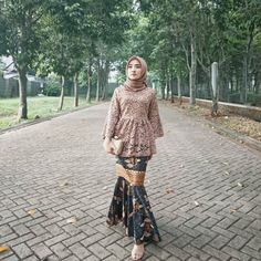 Image may contain: 1 person, standing and outdoor Model Rok Kebaya, Model Kebaya Brokat Modern, Kebaya Modern Hijab, Kebaya Hijab, Batik Kebaya, Kebaya Dress, Modern Hijab Fashion, Batik Fashion, Batik Dress