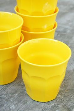 bright yellow cups!