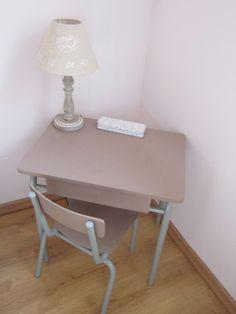 Petit bureau d'écolier Stools, Architecture, Kids, Furniture, Vintage, Home Decor, Home, New Furniture, Small Furniture