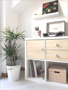 IKEA Hack Storage is what it is all about here today! We have The Perfect Storage and Organization Kallax IKEA Hacks out there! Ikea Kallax White, Etagere Kallax Ikea, Ikea Kallax Shelving, Ikea Hack Storage, Ikea Kallax Hack, Ikea Cube Shelves, Kallax Desk, Storage Drawers, Ikea Furniture Hacks