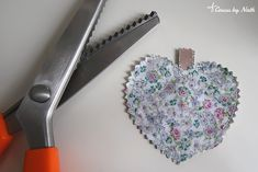Cousu by Nath: ⭐️ DIY : Porte-clés en tissu (forme coeur) Creations, Rose, Diy, Fabric Hearts, Heart Shapes, Pink, Bricolage, Do It Yourself, Roses