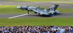 Avro Vulcan amazing Takeoff & Landing - Fighter Jets World Military Jets, Military Aircraft, V Force, Avro Vulcan, Delta Wing, Aircraft Pictures, Royal Air Force, Air Show, Fighter Jets