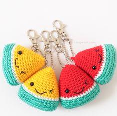 Crochet a Cherry Pie for Play Food or Amigurumi - One Dog Woof Crochet Keychain Pattern, Crochet Shrug Pattern, Free Pattern, Ribbed Crochet, Cute Crochet, Crochet Food, Crochet Beanie, Embroidery Patterns, Knitting Patterns