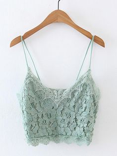 ¡Cómpralo ya!. Lace Crop Cami Top. Green Lace Sexy Vacation Plain Spaghetti Strap Spring Summer Tank Tops & Camis. , topcorto, croptops, croptop, croptops, croptop, topcrop, topscrops, cropped, topbailarina, corto, camisolacorta, crop, croppedt-shirt, kurzestop, topcorto, topcourt, topcorto, cortos. Top corto  de mujer   de SheIn.