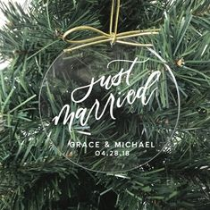 Flat acrylic ornament with gold string. Calligraphy is hand-drawn but applied with vinyl. Customize with wedding date and couples name. Vinyl Ornaments, Diy Christmas Ornaments, Christmas Projects, Holiday Crafts, Christmas Decorations, Personalised Christmas Baubles, Bohemian Christmas, Cricut Creations, 1st Christmas