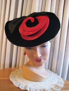 40'S BLK VELVET TILT/HAT W/RED CURLED FEATHERS