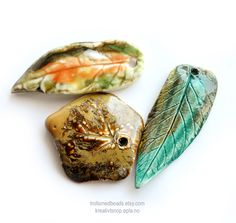Handmade porcelain leaves pressed from real leaf. Glazed and high fired. Polymer Beads, Clay Beads, Lampwork Beads, Ceramic Jewelry, Ceramic Beads, Handmade Beads, Handmade Gifts, Pressed Leaves, Artisanal
