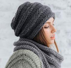 Modèle bonnet fantaisie gris Rapido pelote x 3 - Sylvaine Faye - Knitting Stitches, Hand Knitting, Knitting Patterns, Crochet Patterns, Fancy, Knitted Hats, Knit Crochet, Weaving, Couture
