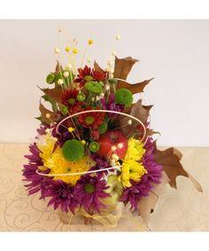 Daruieste si surprinde cu un aranjament deosebit in stil rustic de toamna din crizanteme colorate, mere si accesorii in cutie cadou imbracata in rafie Stil Rustic, Plants, Life, Plant, Planets