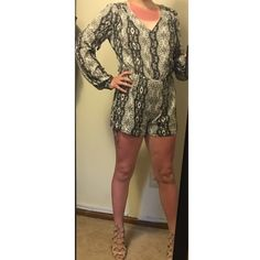 ⬇️REDUCED⬇️Volcom Aztec Romper Size: M. I normally wear a size small and thought this would run smaller, but runs true to size. Has zipper on back. NWOT. Only worn for these pictures. No defects. No trades. Volcom Pants Jumpsuits & Rompers