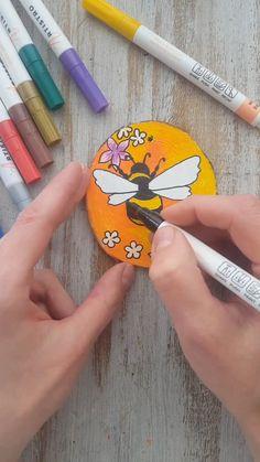 Pebble Painting, Pebble Art, Stone Painting, Painting On Wood, Wood Paintings, Rock Painting Patterns, Rock Painting Ideas Easy, Rock Painting Designs, Stone Crafts