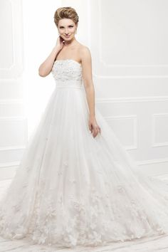 2015 Beautiful Wedding Dresses Strapless Handmade Flowers Appliques Sequins Beads Basque Waistline Low Back A Line