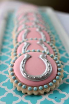Pretty Horse Shoe Cookies | Goosie Girl