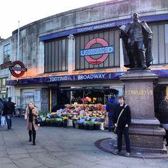 Tooting Broadway London Underground Station in Tooting, Greater London South London, London Life, West London, London Underground Tube, London Underground Stations, Rail Transport, London Transport, Vintage Tv, Vintage London