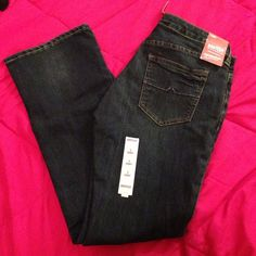 NWT ARIZONA DENIM JEANS 9 SHORT Selling these for a friend! NWT dark denim. See pics! I also have a LEVI'S SIZE 9 SHORT. I'll sell both for $45. You save $25. Make an offer! Tap on my user name to see everything I have in my closet 💗 I discount bundles! Arizona Jean Company Jeans
