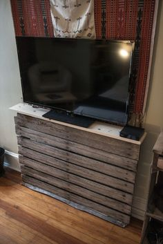 Pallet TV stand ideas - pallet furniture diy. I just like the concept of the wood pallet under the tv instead I would probably mount the tv on the wall.