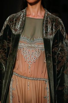 See all the Collection photos from Valentino Spring/Summer 2016 Couture now on British Vogue Style Haute Couture, Couture Details, Fashion Details, Couture Fashion, Runway Fashion, Boho Fashion, High Fashion, Fashion Show, Womens Fashion