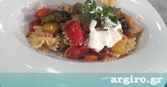 Κρύα μακαρονοσαλάτα με λαχανικά και σως φέτας από την Αργυρώ Μπαρμπαρίγου | Εύκολη και γρήγορη συνταγή. Όλη η νοστιμιά του καλοκαιριού σε ένα πιάτο! Food Categories, Salad Bar, Appetisers, Greek Recipes, Salad Dressing, Waffles, Salads, Recipies, Food Porn