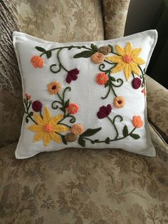 Top 10 Home Decorations today (illustrated) … – Stickereimuster – Home Decor Hand Embroidery Designs, Embroidery Stitches, Embroidery Patterns, Cushion Embroidery, Mexican Embroidery, Boho Home, European Home Decor, Cushions, Pillows