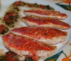 Filets de rouget sauce safranée – Best for You Exotic Food, Pause, Fish And Seafood, Charcuterie, Creative Food, Fish Recipes, Bacon, Food Porn, Food And Drink