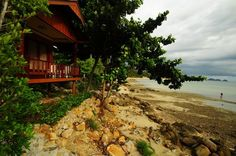 Seaside villas on shores of Koh Phangan. Niramon Sunview Villas are located at Haad Chao Phao beach on the sunset coast of Koh Phangan in Thailand. The resort enjoys views over the western coast and the Anthong Marine Park which stretches into the far distance.   #villas #restaurant #beaches #holiday #kohphangan #thailand