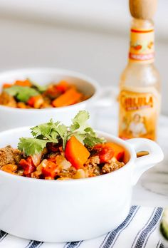 Blue-Zone Friendly Tempeh Chili (with or without Meat) Taking the longevity diet tips from the Blue Zones into consideration, this Tempeh Chili will help you eat more plant based protein and less meat. Vegetable Chili Recipe, Bean And Vegetable Soup, Blue Zones Recipes, Zone Recipes, Diet Recipes, Junk Food, Chili Recipes, Vegetarian Recipes, Kitchens