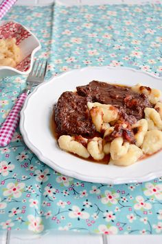 pašticada s bakinim njokima, Bosnian Recipes, Hungarian Recipes, Traditional Croatian Food, Croation Recipes, Slovenian Food, Croatian Cuisine, Pub Food, Food Concept, C'est Bon
