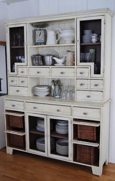 Lantliv i Norregård - Daily Home Decorations Barn Kitchen, Farmhouse Style Kitchen, Country Kitchen, Old House Decorating, French Country Decorating, Furniture Decor, Furniture Design, Home Kitchens, Sweet Home