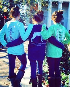 Holidays are for spending time with friends & family! Southern Cross is happy to be a part of your holiday memories spent with those you love! Thanks for sharing this absolutely perfect pic @thesadiegreen ! Hair in buns...boots...friends & Southern Cross! We simply LOVE it! #makingmemories #southernstyle #southerngirls #southerncrossapparelgirls