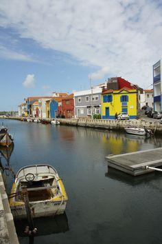 Aveiro, ses canaux et ses maisons colorées, lui valent l'appellation de Venise du Portugal