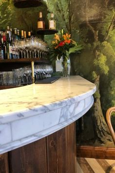 Le Café des Thermes, une transformation surprenante - Aranda-Mas Bar Original, Ville Rose, Table Decorations, Furniture, Home Decor, Baseboards, Coat Hanger, Retail Counter, Polished Brass