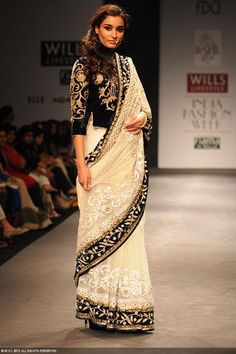A model walks the ramp for designer Vineet Bahl on Day 1 of the Wills Lifestyle India Fashion Week (WIFW) 2013, held in Delhi. #modernafricanfashion Indian Designer Outfits, Designer Dresses, Black And White Saree, Ethnic Trends, Saree Blouse Neck Designs, Neckline Designs, Modern Saree, India Fashion Week, Designer Blouse Patterns
