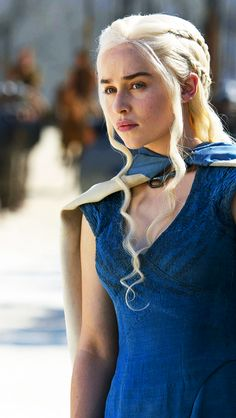 "Emilia Clarke als Daenerys Stormborn von Haus Targaryen in ""Game of Thrones"" (HBO . - Game Of Thrones Arte Game Of Thrones, Game Of Thrones Poster, Game Of Thrones Facts, Game Of Thrones Dragons, Game Of Thrones Khaleesi, Game Of Thrones Funny, Emilia Clarke, Deanerys Targaryen, Requiem For A Dream"