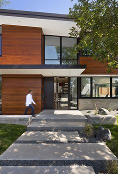 A modern family home for racing bike enthusiasts | Designhunter - architecture & design blog