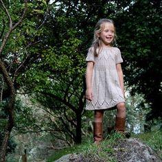 image Baby Sweater Knitting Pattern, Baby Knitting, Knitting Patterns, Girls Knitted Dress, Knit Dress, Toddler Girl Dresses, Girls Dresses, Loose Sweater, Girls Sweaters