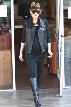 We love Gwen Stefani's maternity style - rocking the leather jacket, boots and skinny pants! #maternity #style