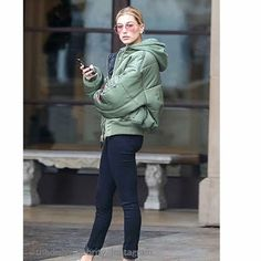 Celebrity Style | 海外セレブ最新ファッション情報 : 【ヘイリー・ボールドウィン】絵になる!ボンバージャケットをクールに着こなしてお出かけ!