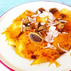 Apple slices (baked on coconut oil) with carrot, cinnamon, figs and coconut chips.