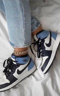 Dr Shoes, Swag Shoes, Cute Nike Shoes, Tennis Shoes Outfit, Nike Air Shoes, Hype Shoes, Me Too Shoes, Jordan Shoes Girls, Girls Shoes