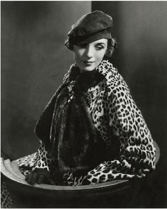 Mary Oakes photographed by Edward Steichen for @vogue August 15, 1933. #vogue #edwarsteichen #vintagefashion To purchase a print, visit condenaststore.com/?utm_content=buffer800c5&utm_medium=social&utm_source=pinterest.com&utm_campaign=buffer