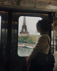 Train to Paris France Eiffel Tower Paris 3, To Infinity And Beyond, Tour Eiffel, Photo Instagram, Disney Instagram, Instagram Travel, Adventure Is Out There, Oh The Places You'll Go, Wedding Pictures