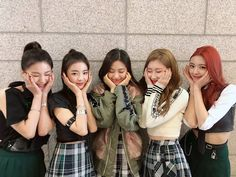 itzyvideo ✨There's ITZY at Inkigayo too✨ Our first week of debut promotion which seems like a dream to us has ended well👏👏Thank you to all of our fans who cheered and watched ITZY took our first step! Please love ITZY a lot in the future too👀💘 !