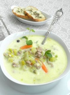 Pyszna, kremowa zupa z pora z dodatkiem serka śmietankowego i mielonego mięsa Good Food, Yummy Food, Polish Recipes, Polish Food, Food Design, Cheeseburger Chowder, Soup Recipes, Clean Eating, Lunch Box