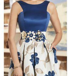 Vestido de fiesta corto falda estampada cuerpo liso cinturon flores