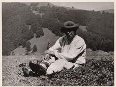 Karol Aufricht: Fačkov. Odpočinok:1933 Retro, Couple Photos, Fields, Photographers, Sleep, Lighting, Grey, Life, Couple Pics