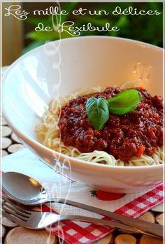 Sauce à spaghetti piquante et bien garnie